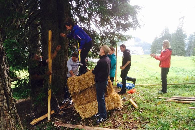 Waldhuttenbau Teamevent Im Wald Impuls Event Ch
